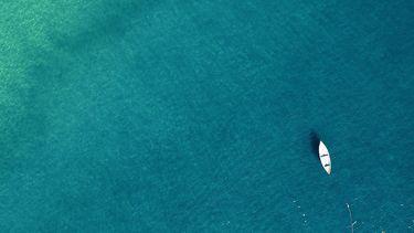 Een roeiboot op zee voor de Talisker Whisky Atlantic Challenge