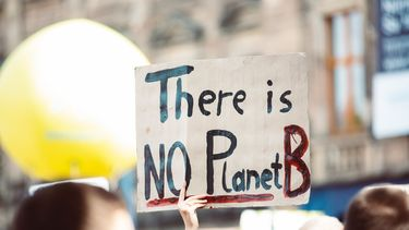 pamflet met there is no planet B