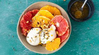 burrata salade met citrus en pijnboompitten
