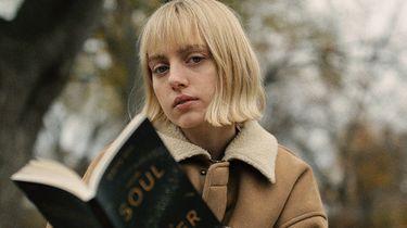 meisje leest boek op bankjehttps://unsplash.com/photos/jVRQ20B41Mo