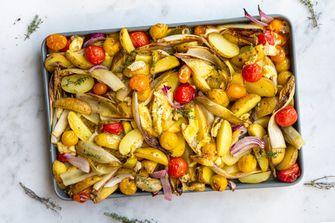 vega traybake met witlof en Camembert