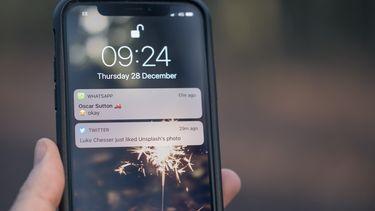 smartphone met whatsapp bericht