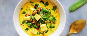 vegan laksa met peultjes, tofu en pinda