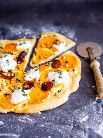 herfstpizza met butternut, balsamico-uitjes en burrata