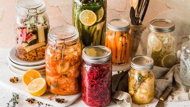 potten met gefermenteerd voedsel