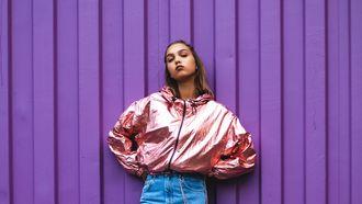 Meisje die kiest voor slow fashion