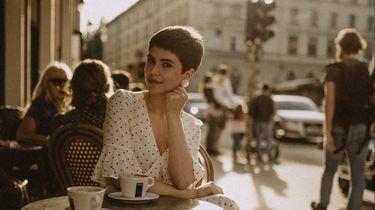 franse vrouwen op terras