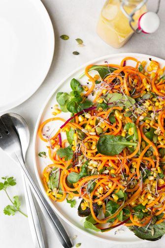 vegan noedelsalade met zoete aardappel