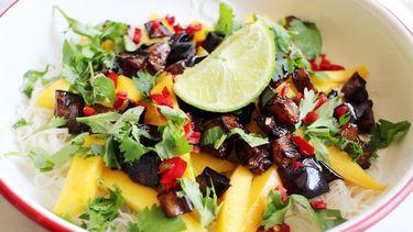 Foto van Thaise mihoensalade met mango