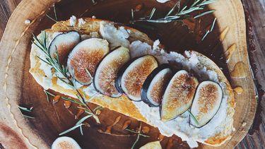 belegd broodje met vijgen