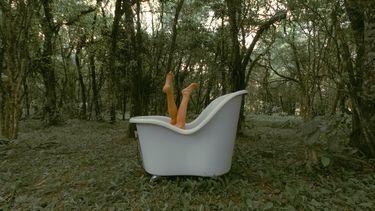 bad in het bos