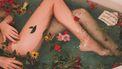 meisje in bad met bloemen