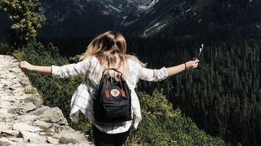 vrouw op berg