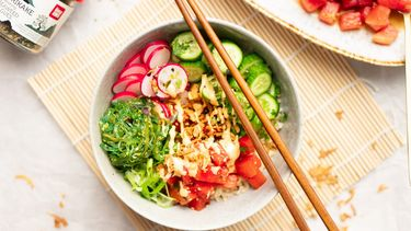 Vegan poké bowl met watermeloen