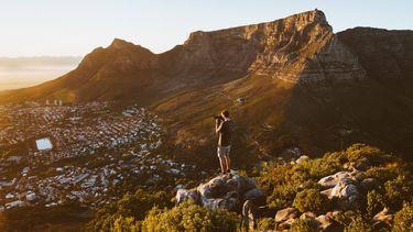 Man op Tafelsberg Zuid-Afrika
