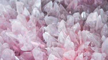 kristallen tegen negatieve energie
