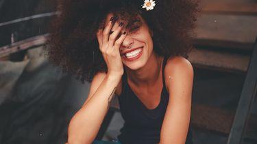 vrouw lacht
