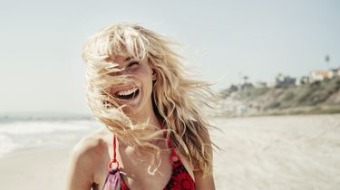 meisje op het strand