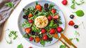 Salade van burrata met aardbei en amandel