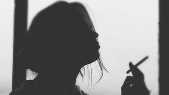 vrouw die wil stoppen met roken