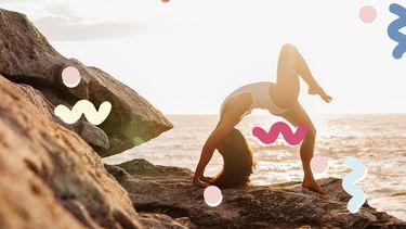 vrouw doet yoga zonder last van buik