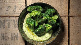 Zero waste broccoli salade