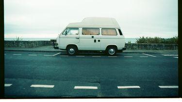 busje aan de Franse kust