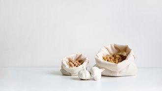 garlic in bee's wraps