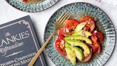 Foto bij recept vegan tomatensalade met avocado 1