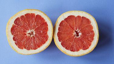 twee helften van grapefruit