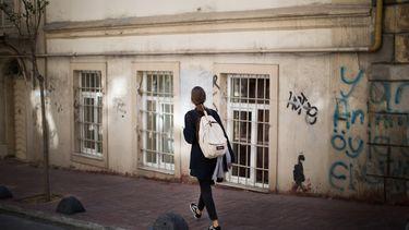 vrouw die gaat wandelen als pauze