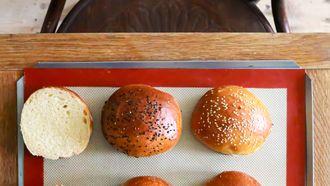 broodje met maanzaadjes erop
