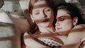 twee meisjes in bed
