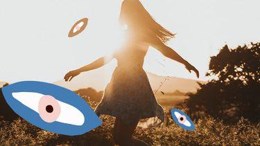 meisje danst in veld