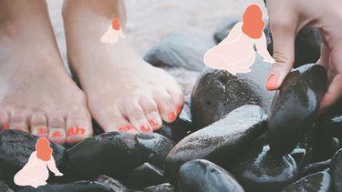 vrouw die voetreflexologie toepast