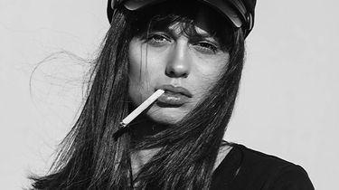 meisje rookt