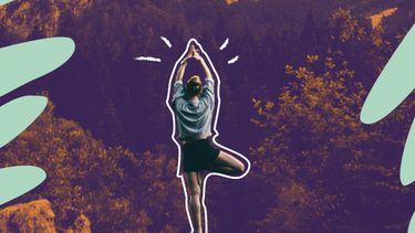 vrouw doet yoga op actieve rustdag tijdens het sporten
