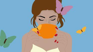 illustratie vrouw drinkt koffie met vlinders