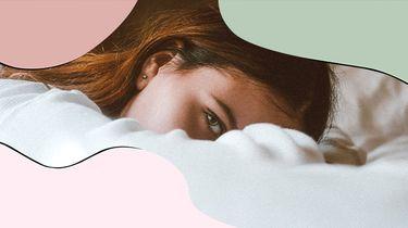 meisje ligt in bed