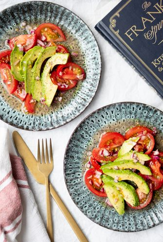 Foto bij recept vegan tomatensalade met avocado 2