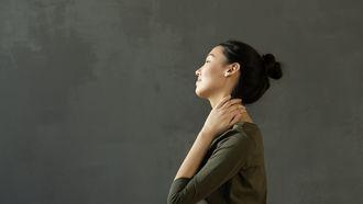 Vrouw met nekpijn heeft behoefte aan dry needling
