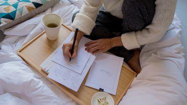 vrouw ervaart meteen productiviteit als ze wakker wordt