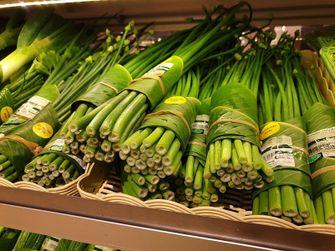 Bananenbladeren vervanging van plastic verpakkingen