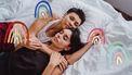 twee vrouwen in bed aan het slapen