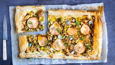 vega plaattaart met peer, blauwe kaas en walnoot