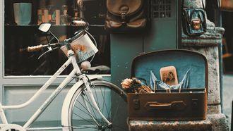 fiets tegen gevel