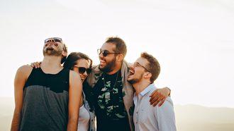 vrienden uiten dankbaarheid aan elkaar