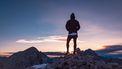 man in sportkleding op een berg