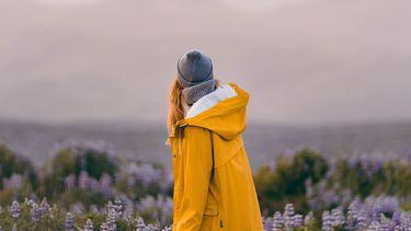 vrouw in de bergen