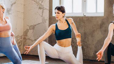 vrouwe doen yoga